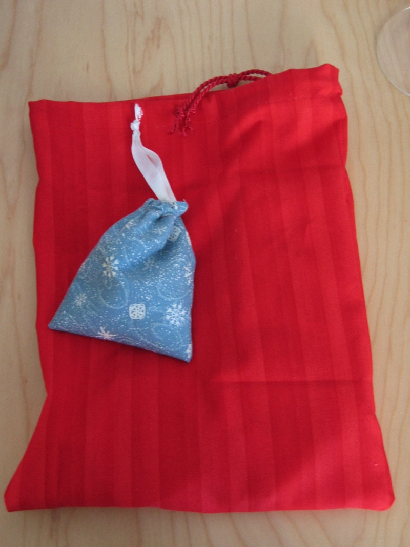 Red_glitter_tree_in_bag