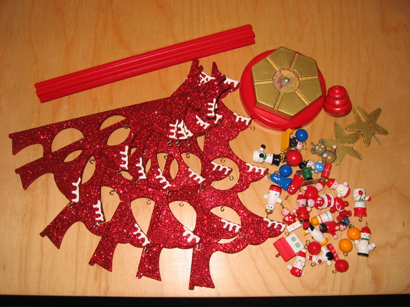 Red_glitter_tree_in_pieces
