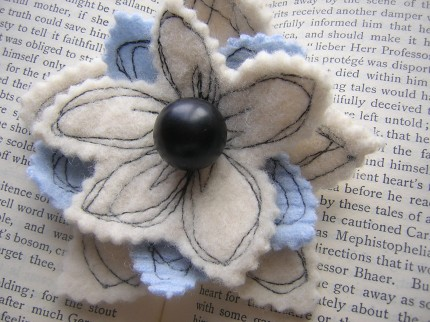 Lambswool_felt_brooch