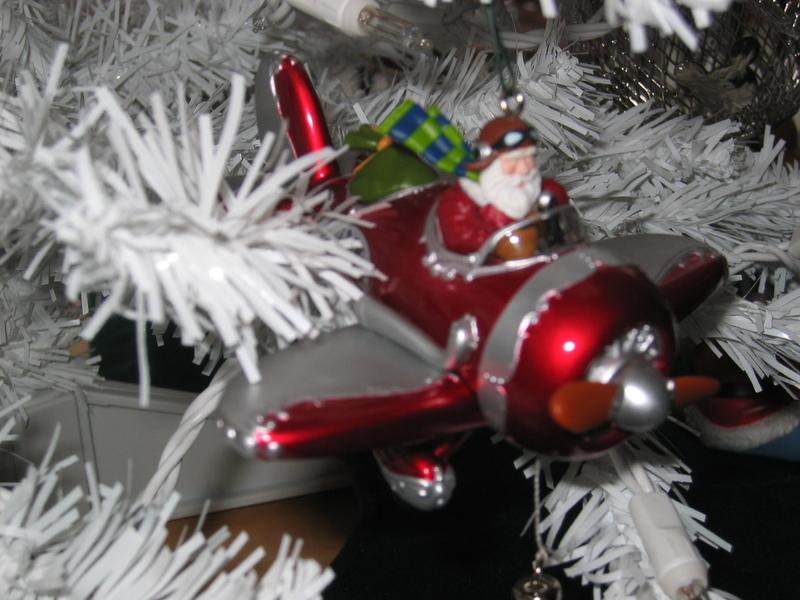 Christmas_tree_santa_plane