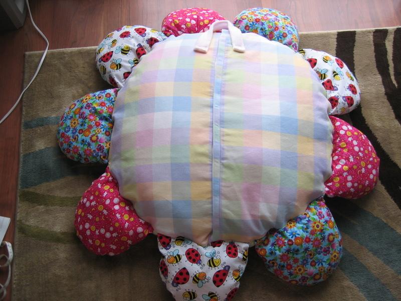 Daisy_nap_pillow_back_1
