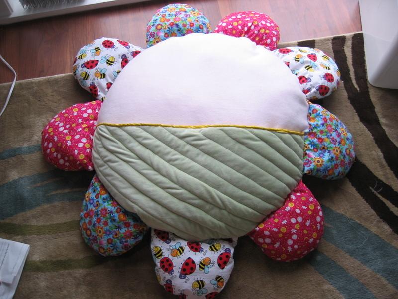 Daisy_nap_pillow_front