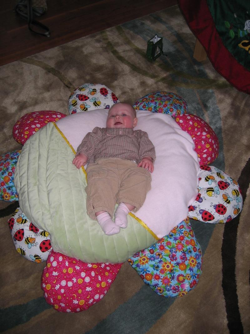 Daisy_nap_pillow_in_use_sophia